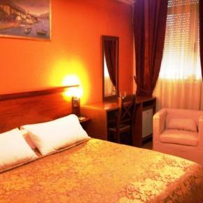 Hostelek és Ifjúsági Szállások - Hotel Nobel Tirana