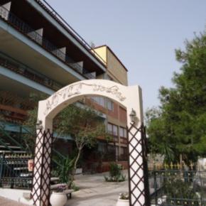 Hostelek és Ifjúsági Szállások - Airport Hotel Les Amis