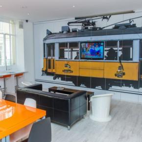 Hostelek és Ifjúsági Szállások - Golden Tram 242 LISBON Hostel