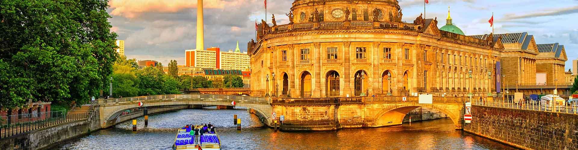 Berlin - Ifjúsági Szállások közel Berlin Tegel Repülőtér-hez. Berlin térképek, fotók és ajánlások minden egyes ifjúsági szállásra Berlin-ben.