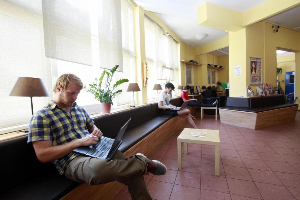 A & O München Hackerbrücke Hostel Lobby