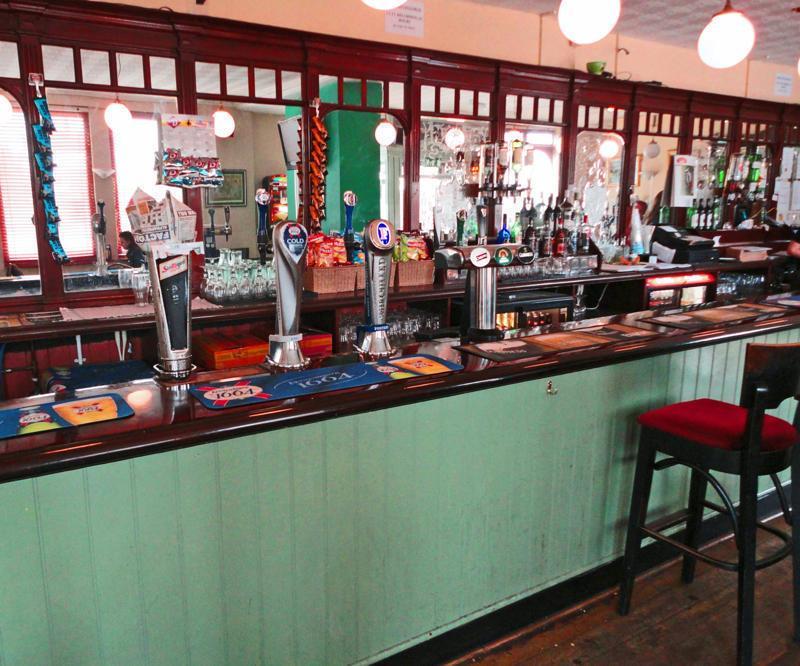 A földszinten található bár