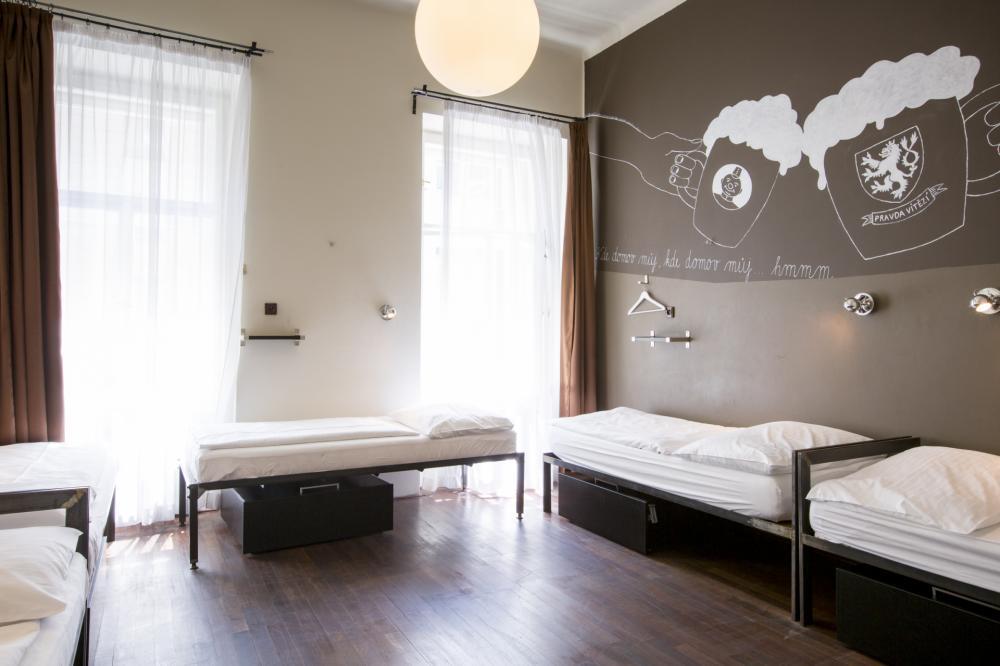 Kis hálószobák egyszemélyes ággyal