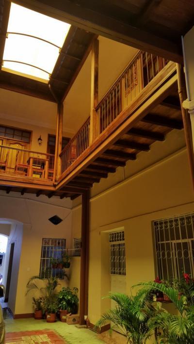 Hostelek és Ifjúsági Szállások - Hostal Castelvilla Centro Historico de Quito